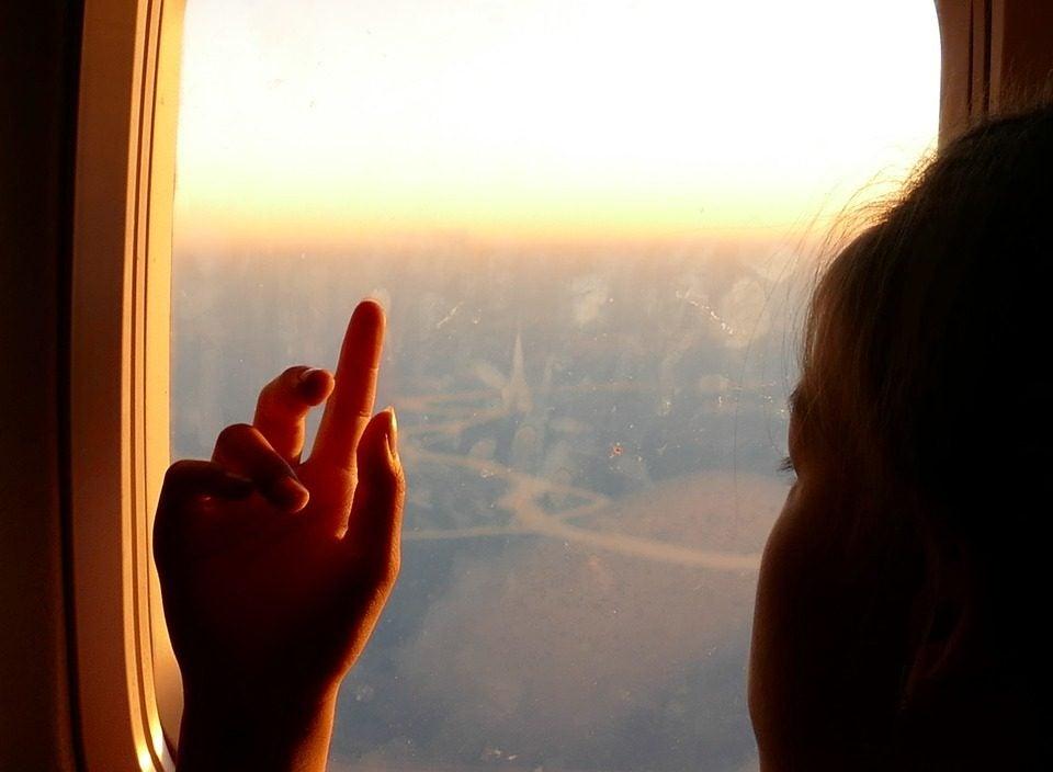 enfant hublot d'avion GO Voyages