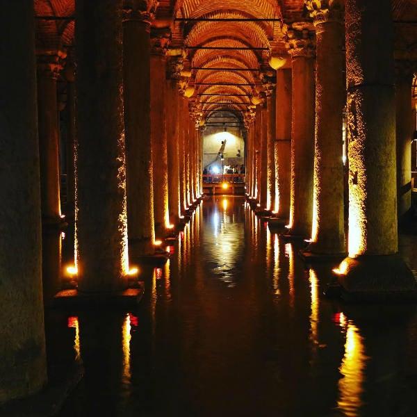 colonnes obscurité - blog go voyages