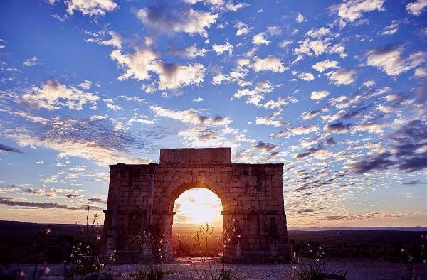 ruines volubilis coucher de soleil - blog go voyages