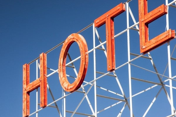 hotel-sign-neon-letters go voyage