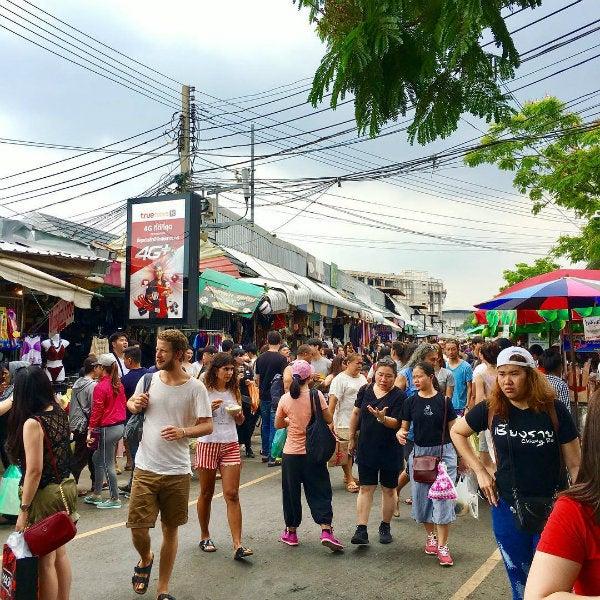 marché foule bangkok - blog go voyages