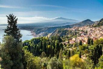 paysage village volcan sicile - blog go voyages