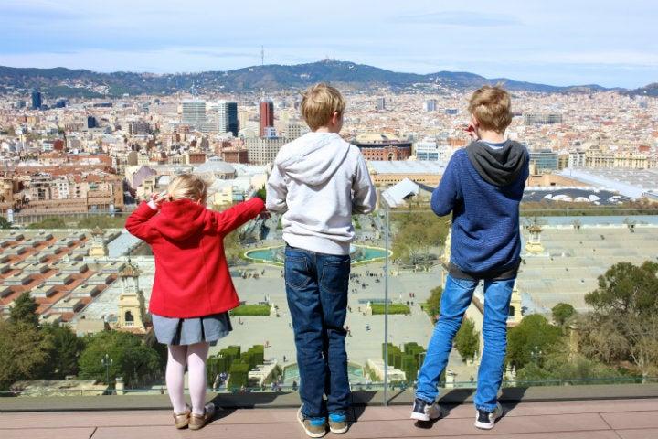 enfants montjuic barcelone - blog GO Voyages