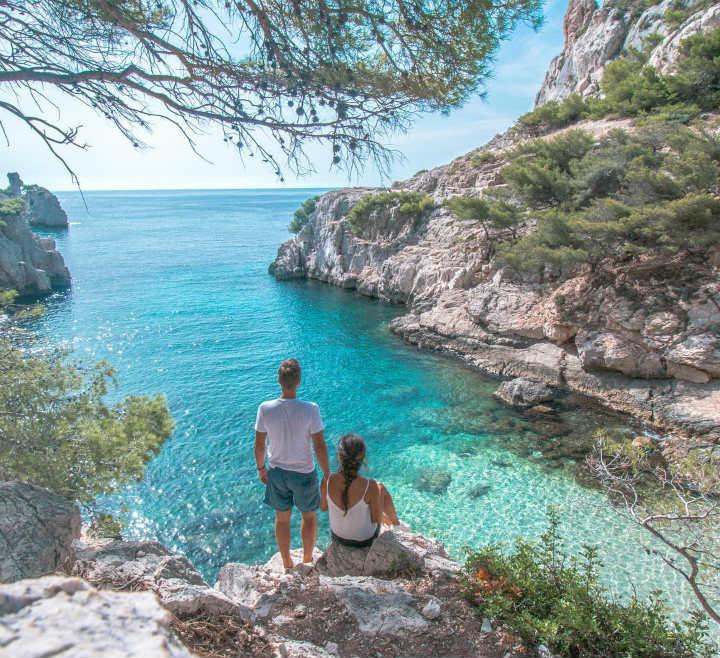 couple calanque marseille amoureux du monde - blog GO Voyages