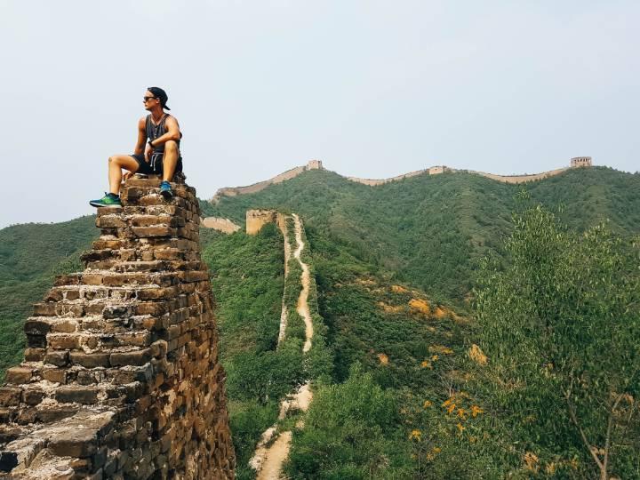 homme muraille de chine - blog go voyages