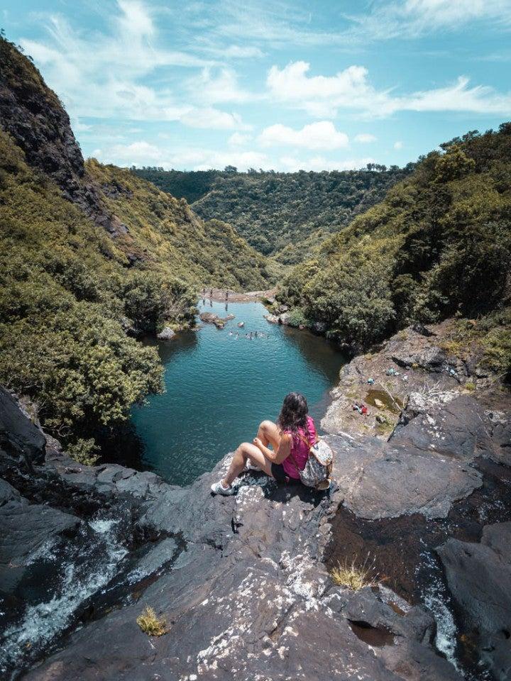 fille cascade paysage jungle ile maurice - blog go voyages