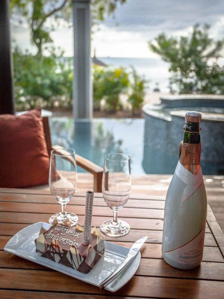 gateau anniversaire champagne piscine ile maurice - blog go voyages