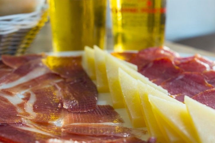 tapas jambon serrano fromage | plat typique andalousie espagne