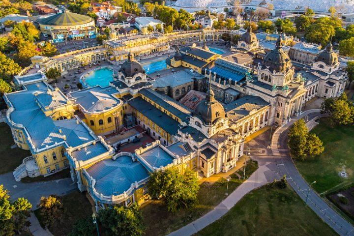 vue aérienne thermes de széchenyi budapest